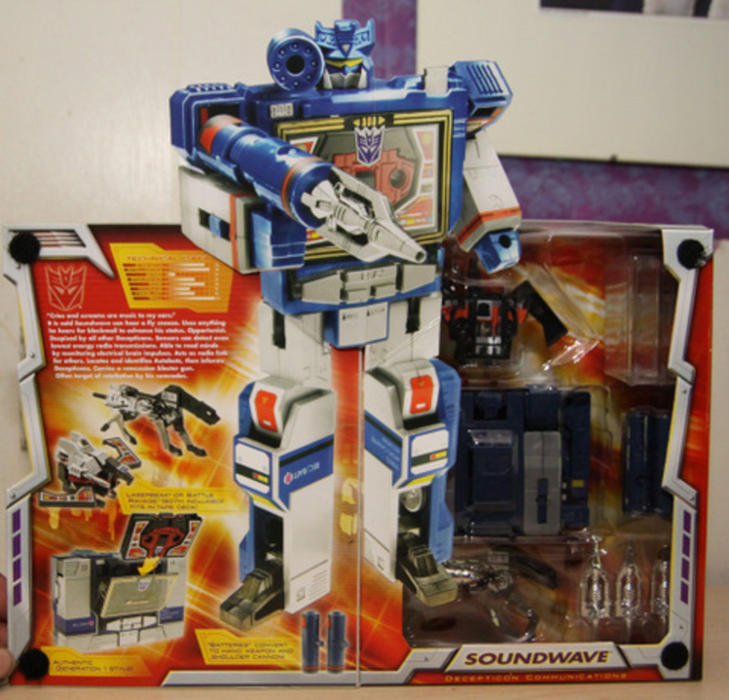 Transformers Soundwave (Toys R Us Exclusive) Classics Series