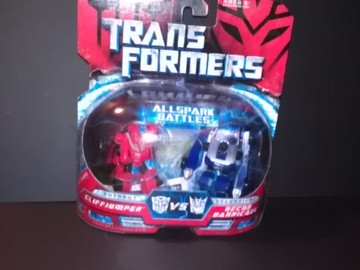 Transformers Cliffjumper vs. Recon Barricade Transformers Movie Universe